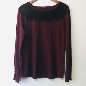 • lacy black & maroon sweater with cute buttons •
